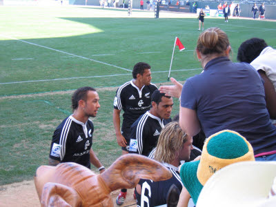New Zealand players sign autographs